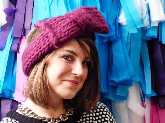 Aimee, Clones n Clowns, avec le headband qu'elle a designé pour WoolKiss